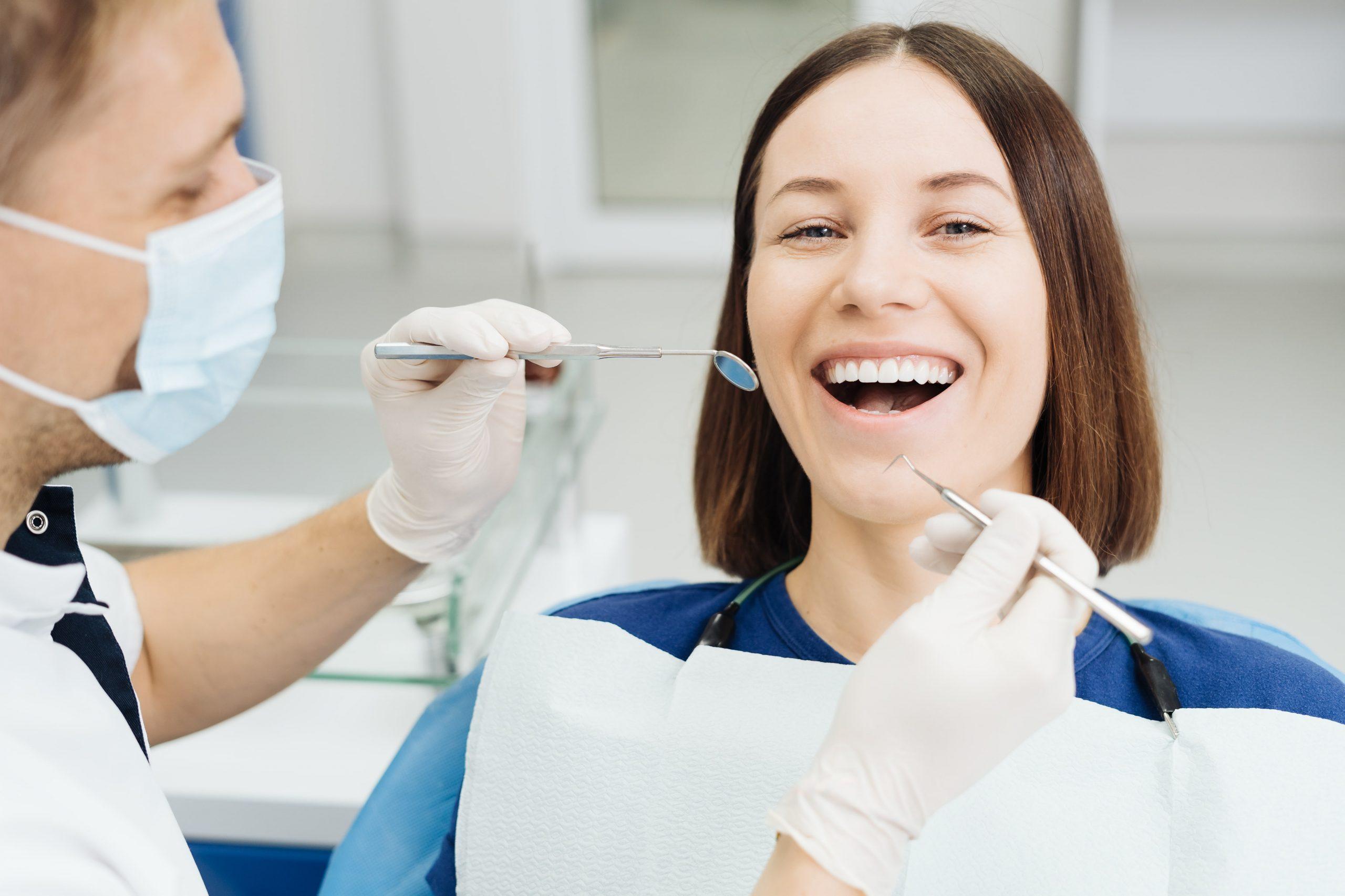 Retenedores dentales: Qué son, para qué sirven y tipos de retenedores